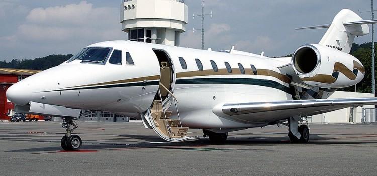 какие дополнительные услуги можно заказать в компании AVIAV TM (Cofrance SARL) при аренде частного самолета.